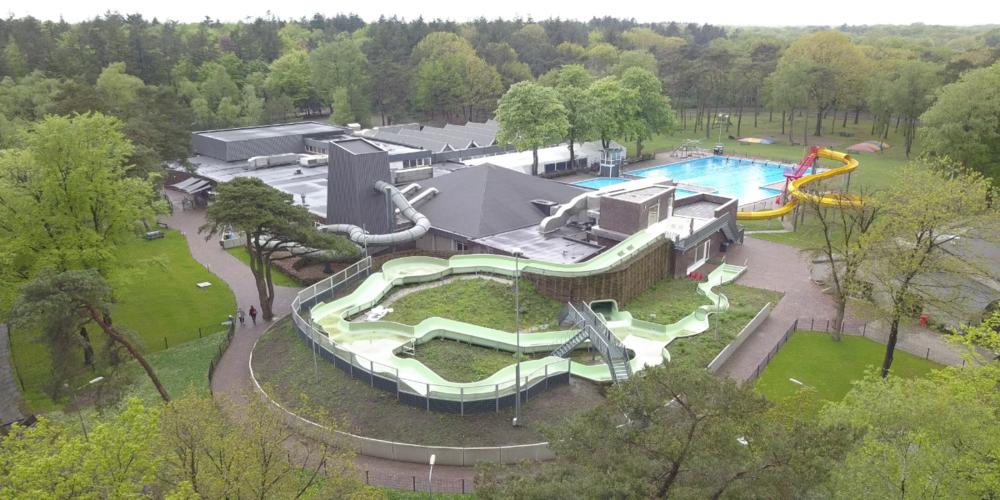 Energieslurpend zwembad springt in het diepe