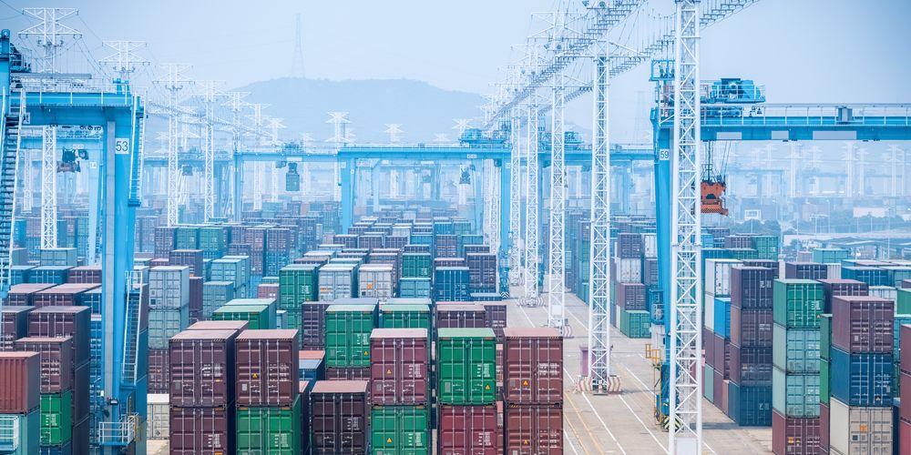 Gesloten haven voert prijzen en schaarste zeecontainers verder op